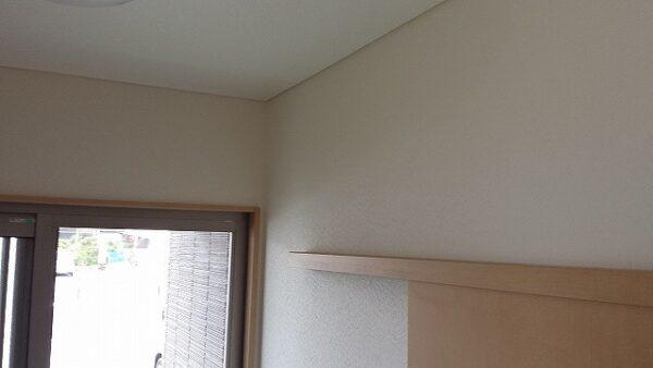 天井や壁のひび割れもクロスの張替えで新品のような仕上がりに