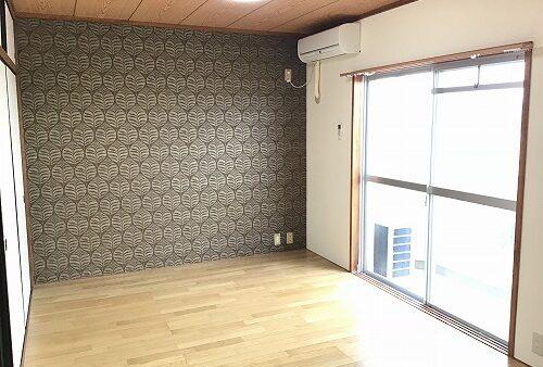 壁紙と無垢材の床で雰囲気チェンジ!
